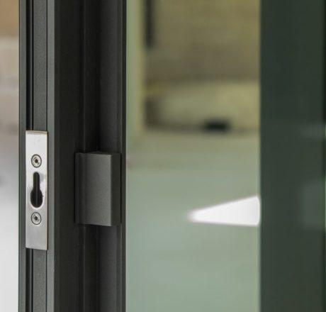 Minimalistic design handles...